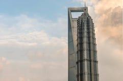 上海环球金融中心和金泖塔毗邻t 免版税库存照片