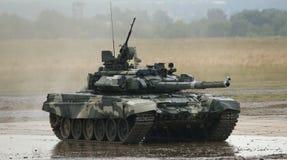 T-90 é um tanque de guerra do russo Fotos de Stock