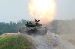 T-90 tank shooting Royalty Free Stock Photos