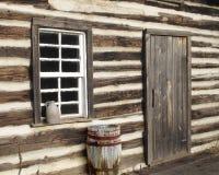 tät dörrjournal för kabin upp fönster Royaltyfria Foton