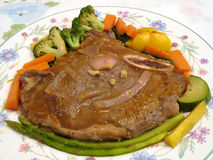 T-Bone With Vegetables Stock Photography