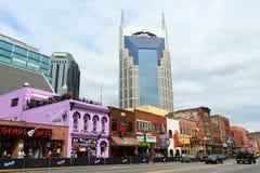 AT&T byggnad och Broadway, Nashville, Tennessee arkivbild