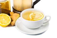 Té caliente del limón del jengibre de la miel en vidrio transparente de la taza Foto de archivo