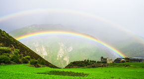 Tęcza, Daocheng&Aden Sichuan Chiny Obrazy Royalty Free