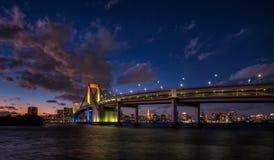 Tęcza most z zmierzchu niebem Zdjęcia Royalty Free