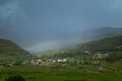 Tęcza nad miastem, paro, Bhutan Obrazy Royalty Free