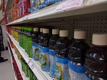 Tęczy lodowej herbaty butelki Fotografia Stock