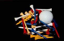 T di golf variopinti con palla da golf fotografie stock libere da diritti