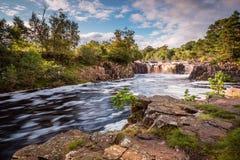 T do rio e baixa cachoeira da força Foto de Stock