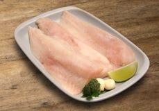 tła drewniany rybi surowy Merluza Obraz Stock