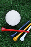 T e esfera de golfe Imagem de Stock Royalty Free