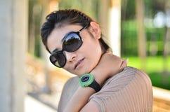 Été femmes s'usants d'une montre Photographie stock libre de droits