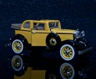 T Ford modelo amarillo Foto de archivo libre de regalías