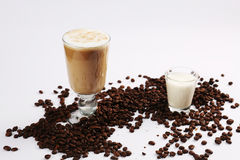 tła koktajlu kawowego lody odosobniony biel Obraz Royalty Free
