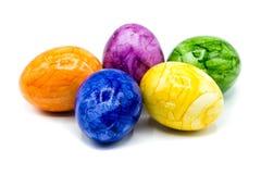 tła kolorowi Easter jajka odizolowywali biel zdjęcia stock