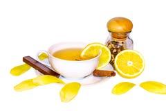 Tè, limone, cannella come rimedi naturali a freddo Immagini Stock
