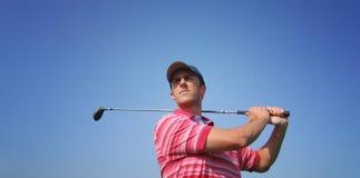 T maschii del giocatore di golf fuori Immagine Stock