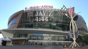 T-Mobile-Arena in Las Vegas an Toshiba-Piazza - USA 2017 stock footage