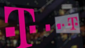 T-Mobile logo na szkle przeciw zamazanemu centrum biznesu Redakcyjny 3D rendering Zdjęcia Stock