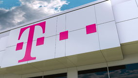 T-Mobile logo på den moderna byggnadsfasaden Redaktörs- tolkning 3D vektor illustrationer