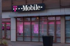 T-Mobile-Opslag Buitenavond Editoral royalty-vrije stock fotografie