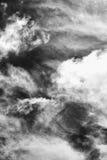 Tło dramatyczne chmury pierzastej i cumulusu chmury Fotografia Stock