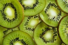 Tło od pokrojonej kiwi owoc Zdjęcia Stock