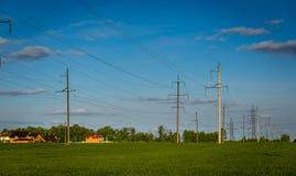 Tło rolniczy rapeseed pola i betonowy elektryczny Obrazy Stock