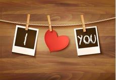 Tło z czerwony kierowym i dwa fotografiami Walentynka dnia wektor Zdjęcie Stock