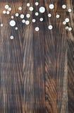 Tło z guzikami na drewnianej desce Obrazy Royalty Free