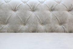 Tło z plecy i siedzeniem lekka kanapa - Kareciany screed Zdjęcia Royalty Free
