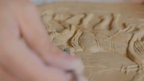 T?pfer, der Lehmstempelbild macht stock video footage
