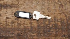 tła pustego klucza srebra etykietka drewniana Obrazy Stock