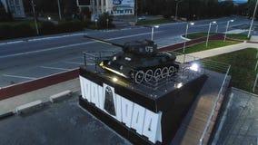 T-34 Radzieckiego wojska Batalistycznego zbiornika Średni Pamiątkowy zabytek przy nocą Zdjęcie Stock