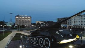 T-34 Radzieckiego wojska Batalistycznego zbiornika Średni Pamiątkowy zabytek przy nocą Obraz Stock