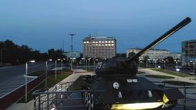 T-34 Radzieckiego wojska Batalistycznego zbiornika Średni Pamiątkowy zabytek przy nocą Zdjęcia Royalty Free