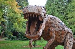T Rex dinosaurie på trädgårdar för RHS Wisley Arkivfoton