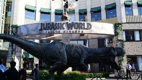 T-rex relativo à promoção para o mundo jurássico do próximo filme: Reino caído vídeos de arquivo
