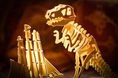 T-Rex valt schip aan Stock Afbeeldingen