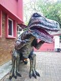 T-rexart von dinosour Replik stockfotos