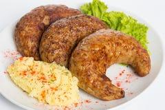 T?rkisches Lebensmittel Kofte oder Kofta W?rziger Fleischkl?schen Kebab oder Kebap lizenzfreie stockbilder