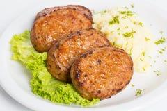 T?rkisches Lebensmittel Kofte oder Kofta W?rziger Fleischkl?schen Kebab oder Kebap lizenzfreie stockfotos