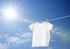 T-shirt branco dos meninos Imagens de Stock