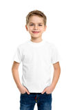 T-shirt branco em um menino bonito Foto de Stock