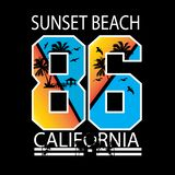 T-shirt de typographie de la Californie de plage de coucher du soleil illustration stock