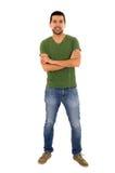 T-Shirt der Jeans des jungen Mannes grünes stehende Überfahrt Stockfotos
