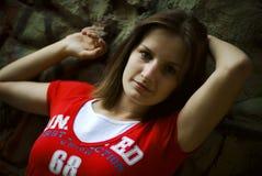 T-shirt do vermelho da menina fotos de stock