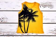 T-shirt impresso amarelo das crianças imagem de stock royalty free