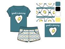 T-Shirt und Kurzschlusssatz druckten in durcheinandergemischten Eiern Lizenzfreie Stockfotos