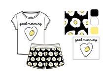 T-Shirt und Kurzschlusssatz druckten in durcheinandergemischten Eiern Lizenzfreies Stockfoto